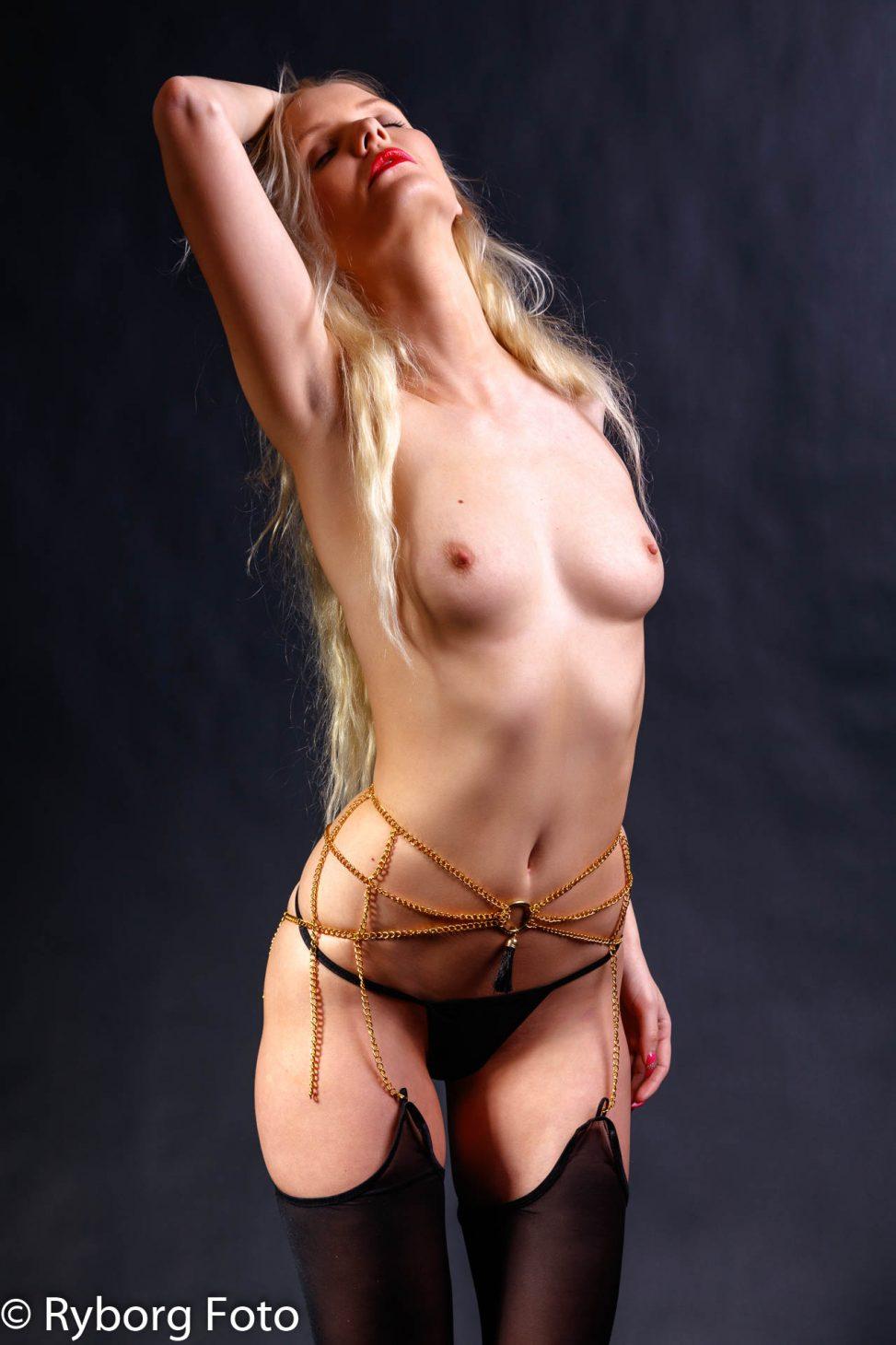 nicole brøggler topless