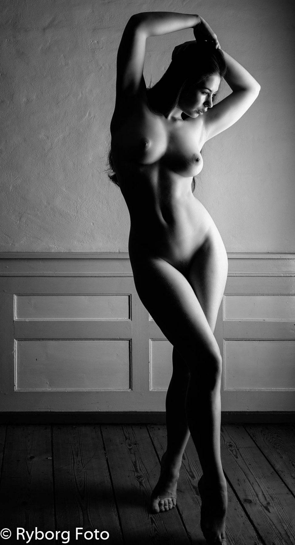nudeart elle beth